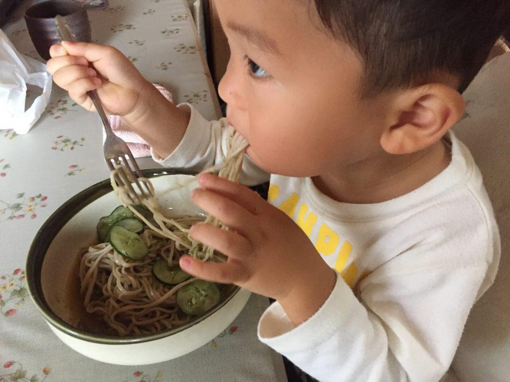 家庭菜園で取れた野菜を、子どもと一緒に食べると楽しくて嬉しいですよね