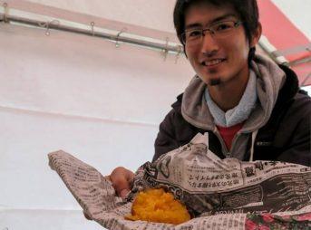 半田産業祭の朝一で焼き芋を振舞う