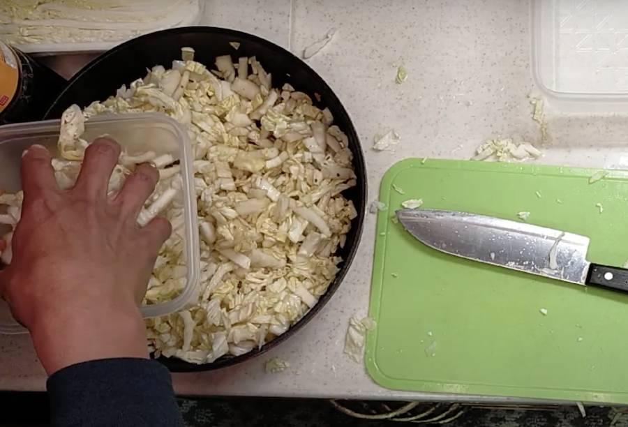 塩揉みして、白菜を味ぽんであえるだけ。
