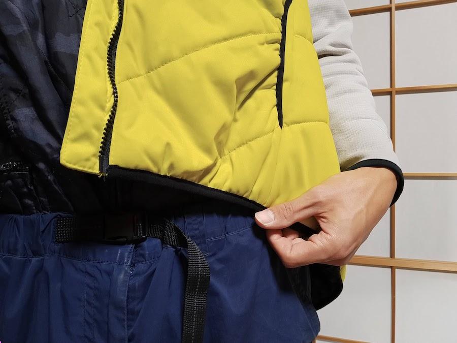 ワークマンの冬の袖なしベスト。着丈はこんな